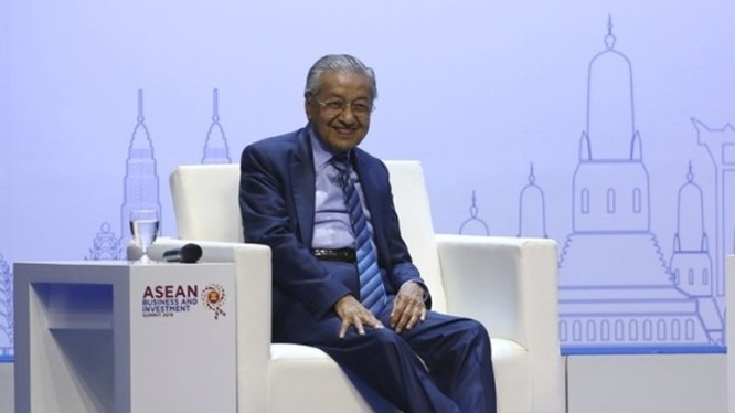 Ông Mahathir Mohamad hôm 2/11 đã bác bỏ đề nghị của ngân hàng Goldman Sachs muốn bồi thường dưới 2 tỷ USD cho việc họ đã gây ra trong vụ án 1MDB.