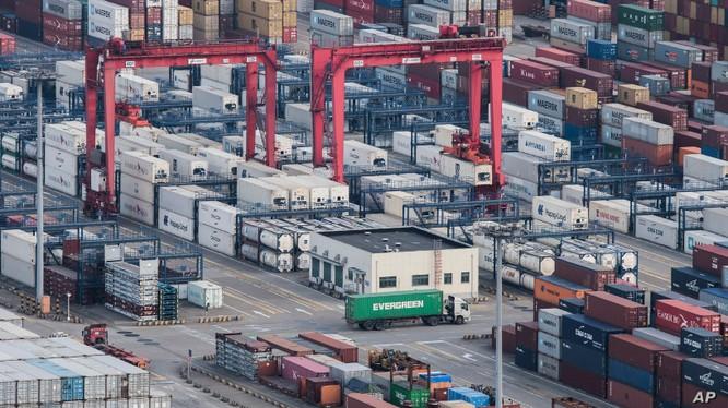 Báo cáo của Liên Hợp quốc cho thấy, thương chiến Trung - Mỹ đã làm số lượng hàng hóa nhập khẩu của Mỹ từ Trung Quốc giảm hơn một phần tư trong nửa đầu năm nay, hay trị giá 35 tỷ USD.