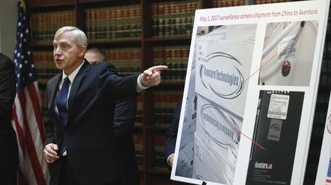 Ông Richard Donoghue, công tố viên liên bang Hoa Kỳ ngày 7/11 cáo buộc Công ty Aventura Technologies lừa đảo bán hàng Trung Quốc dãn nhãn sản phẩm Mỹ.