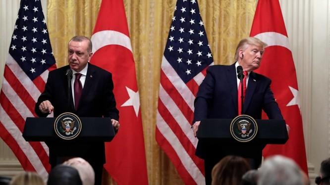Những phát biểu của hai nhà lãnh đạo tại cuộc họp báo và các quan chức sau đó cho thấy chuyến thăm của ông Erdogan tới Mỹ không giúp giảm được căng thẳng trong quan hệ Mỹ - Thổ Nhĩ Kỳ.