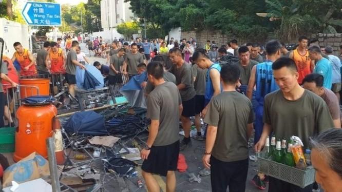 Sự kiện lực lượng PLA đồn trú ở Hồng Kông ra phố dọn dẹp đã gây nên nhiều ý kiến bàn tán và đồn đoán khác nhau.
