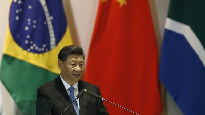 """Ngày 14/11, phát biểu tại Hội nghị các nhà lãnh đạo nhóm BRICS tại Brasilia, Chủ tịch Trung Quốc Tập Cận Bình đã nói về lập trường """"6 kiên định"""" và """"3 nghiêm trọng"""" trong vấn đề Hồng Kông."""