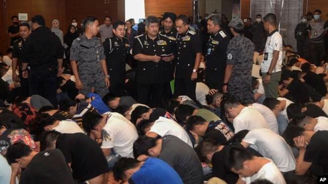 Nhà chức trách Malaysia bắt giữ 680 người Trung Quốc lừa đảo qua mạng tại thành phố Cyberjaya hôm 20/11.
