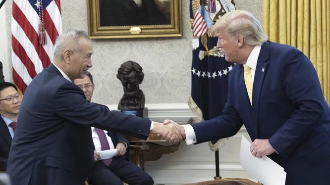 Ngày 11/10 Tổng thống Donald Trump tiếp Phó Thủ tướng Lưu Hạc tại Nhà Trắng, tuyên bố hai nước đã đạt được hiệp định thương mại giai đoạn đầu, nhưng cho đến nay khó có khả năng cho thấy hiệp định này được ký trong năm 2019.