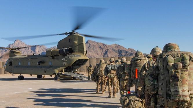Cuộc chiến Afghanistan kéo dài gần 20 năm đã khiến 2.400 lính Mỹ thiệt mạng, hàng chục nghìn người bị thương và chi phí mất 1 nghìn tỷ USD trong khi vẫn không loại bỏ được lực lượng Taliban