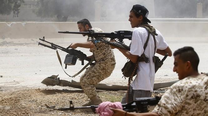 Lực lượng GNA và LNA ở Lybia tàn sát lẫn nhau bằng vũ khí do các thế lực bên ngoài hỗ trợ.