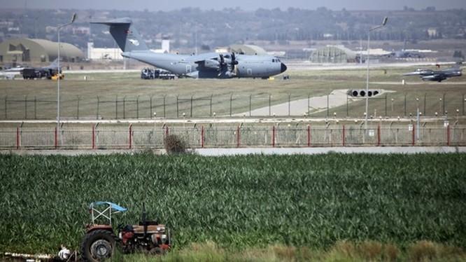 Trước dự luật quốc phòng của Quốc hội Mỹ kêu gọi trừng phạt Thổ Nhĩ Kỳ. Ankara sẽ trả đũa bằng cách đóng cửa các căn cứ của Mỹ. Ảnh: Căn cứ không quân Incirlik ở miền Nam Thổ Nhĩ Kỳ đang được Mỹ sử dụng.