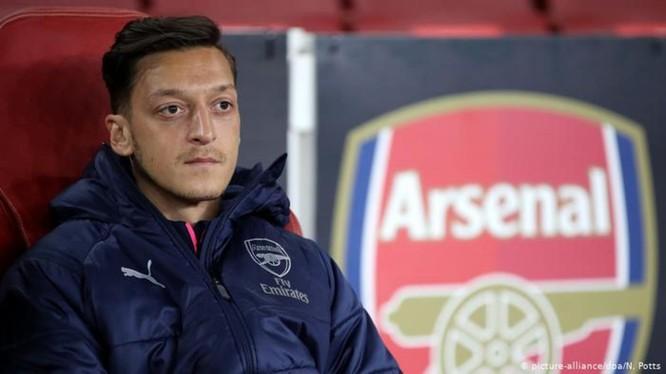 Mesut Ozil, cầu thủ đang gây nên cơn bão trên mạng ở Trung Quốc do bài thơ về vấn đề người Duy Ngô Nhĩ.