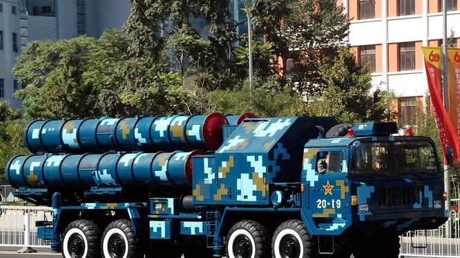 Tên lửa phòng không Hongqi-9 (HQ-9) của Trung Quốc được cho là đã làm nhái từ tên lửa S-300PMU của Nga.