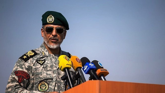 Chuẩn Đô đốc Hải quân Iran Habibollah Sayyari hôm 28/12 tuyên bố sẽ tấn công tiêu diệt máy bay, tàu thuyền nước ngoài đột nhập khu vực tập trận của hải quân Trung Quốc, Nga và Iran nhằm thu nhập tình báo.