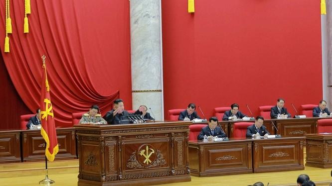 Hội nghị toàn thể Trung ương 5 khóa 7 của Đảng Lao động Triều Tiên họp bàn đối phó với tình hình bên trong và bên ngoài nước.