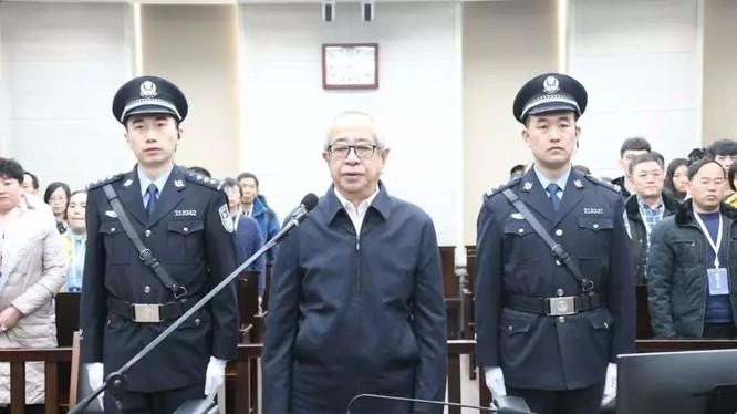 Hình Vân, cựu Phó Chủ tịch HĐND Khu tự trị Nội Mông, nhận hối lộ tương đương 449 triệu Nhân dân tệ (1.571 tỷ VND) bị kết án tử hình hoãn thi hành. (Ảnh: Tân Hoa xã)