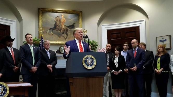 Ông Trump phát biểu về vụ tấn công tên lửa của Iran vào các căn cứ Mỹ ở Iraq, cho rằng không có binh sĩ nào thương vong và thiệt hại rất nhỏ. (Ảnh: AP).