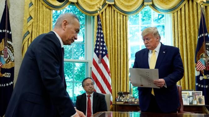 Tổng thống Donald Trump và Phó Thủ tướng Lưu Hạc sẽ đại diện hai bên ký hiệp định thương mại giai đoạn đầu Mỹ - Trung tại Nhà Trắng (Ảnh: Đa Chiều)