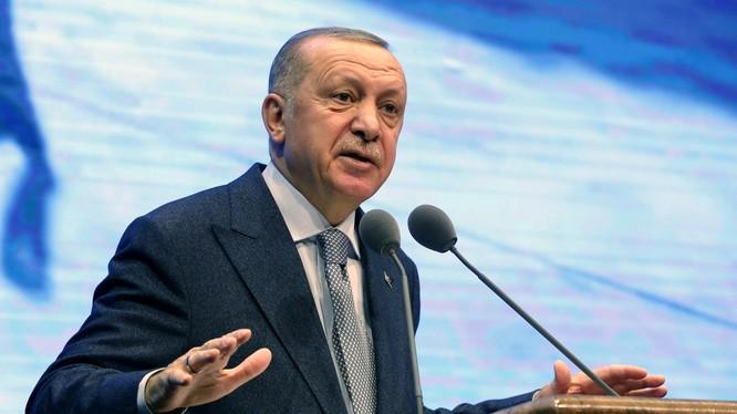 """Ngày 16/1, Tổng thống Erdogan tuyên bố sẽ đưa quân đội vào Libya để giúp GNA.Ông nói, Thổ Nhĩ Kỳ sẽ sử dụng các biện pháp quân sự và ngoại giao để """"đảm bảo cho sự ổn định của Libya"""". (Ảnh: Tân Hoa xã)"""