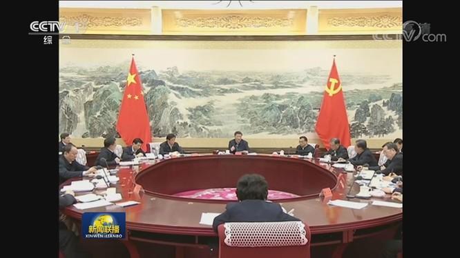 Ông Tập Cận Bình chủ trì cuộc họp Ban Thường vụ Bộ Chính trị Đảng Cộng sản Trung Quốc để bàn triển khai công tác phòng, chống dịch bệnh viêm phổi cấp do virus corona mới. (Ảnh: Guancha).