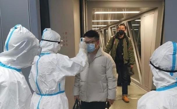 Dịch bệnh viêm phổi cấp do virus corona chủng loại mới tiếp tục lây lan nhanh, số người nhiễm bệnh và tử vong đều tăng thêm nhiều. (Ảnh: Đông Phương).