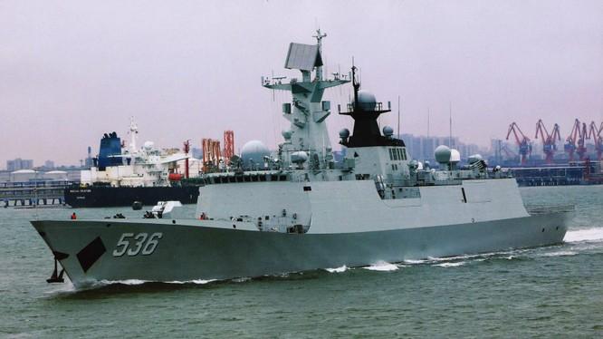 Tàu hộ vệ tên lửa Type 054A mà Trung Quốc đưa tới vùng biển Natuna đối đầu với hải quân Indonesia (Ảnh: Đa Chiều)