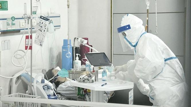 Số người mắc bệnh và số ca tử vong ở Trung Quốc đều tăng nhiều trong ngày hôm qua (Ảnh: Đa Chiều)