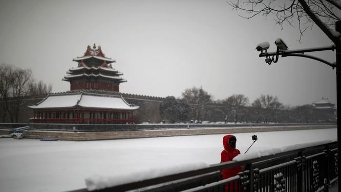 Bắc Kinh hầu như đóng cửa để phòng dịch. Giác Lâu Cố Cung một trong số điểm chụp ảnh đep nhất vắng ngắt du khách (Ảnh: Reuters)