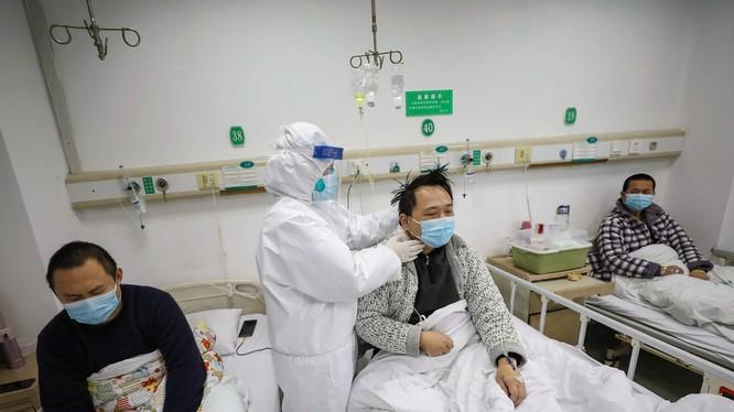 Vũ Hán thực hiện mọi người bệnh đều được đưa vào điều trị tập trung trong các bệnh viện (Ảnh: Đa Chiều)
