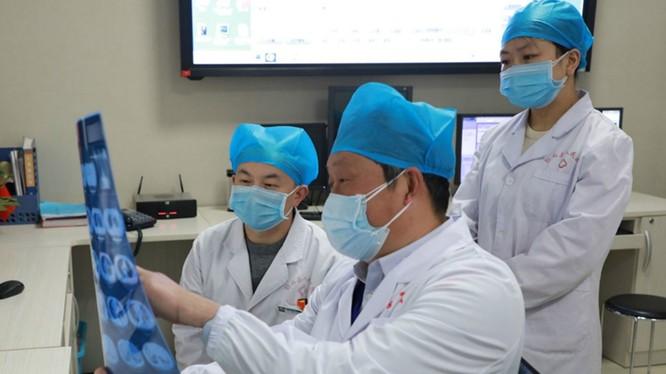 Lực lượng nhân viên y tế từ khắp Trung Quốc tiếp tục được tăng cường về Vũ Hán (Ảnh: Guancha).
