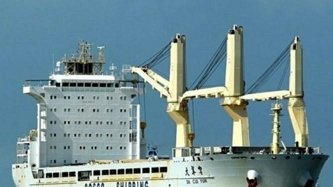 Chiếc tàu DA CUI YUN của Trung Quốc mang cờ Hong Kong bị Ấn Độ bắt giữ (Ảnh: Đông Phương)