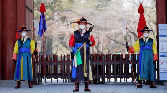 Hàn Quốc đã nâng cấp báo động về tình hình dịch bệnh lên mức cao nhất (Ảnh: AP)