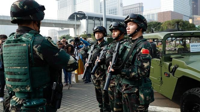 Việc PLA chi khoản tiền khổng lồ mua áo giáp phòng hộ cho Lục quân đang gây nhiều đồn đoán (Ảnh: Đa Chiều)