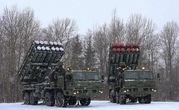 """Hệ thống tên lửa phòng không S-350 được gọi là """"Sát thủ của tên lửa hành trình"""" (Ảnh: Đông Phương)"""