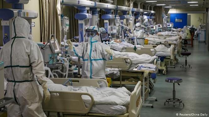Dịch bệnh COVID-19 bùng phát từ Vũ Hán cuối năm 2019 giờ đây đã lây lan khắp thế giới (Ảnh: Reuters/China Daily)