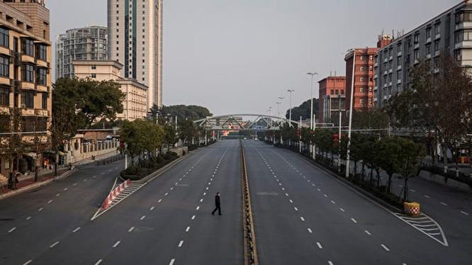"""Từ ngày 23/1,thành phố Vũ Hán đã thực hiện """"phong thành"""" phong tỏa thành phố để chống dịch lan rộng (Ảnh: Đa Chiều)"""