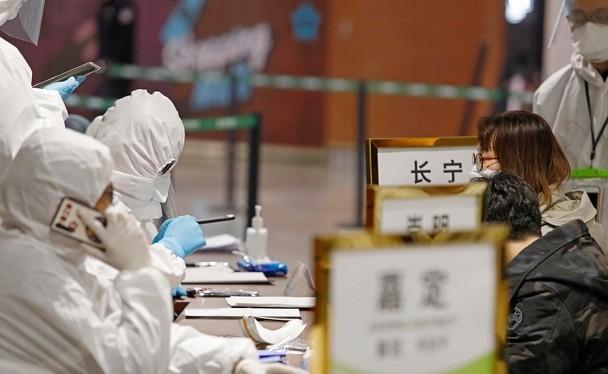 Đăng ký cách ly người từ các nước có dịch nhập cảnh Trung Quốc (Ảnh: Đông Phương).