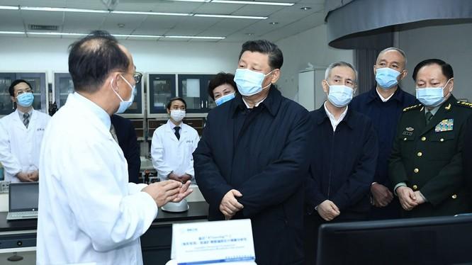 Ngày 10/3, ông Tập Cận Bình tới thị sát Vũ Hán lần đầu tiên kể từ khi dịch bệnh COVID-19 bùng phát cuối năm 2019 (Ảnh: Tân Hoa xã)