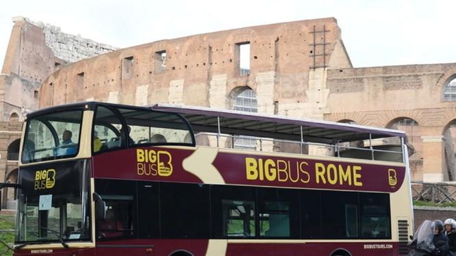 Sau khi phong tỏa cả nước, Italy vẫn duy trì hoạt động vận tải công cộng trong thành phố. (Ảnh: Tân Hoa xã).