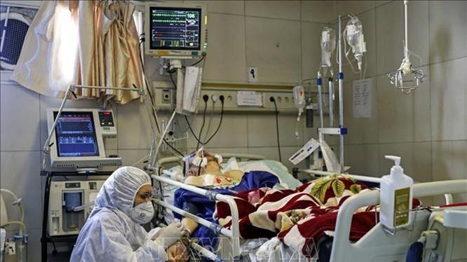 Dịch bệnh COVID-19 đã lan ra 163 quốc gia và vùng lãnh thổ, làm hơn 185 ngàn người lây nhiễm và gần 7.5 ngàn đã chết (Ảnh: AP)