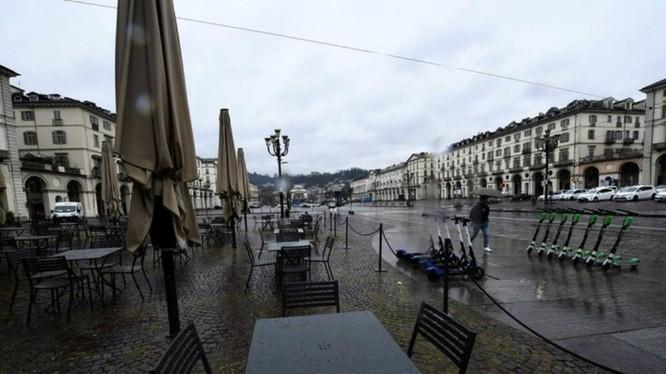 Italy thực hiện phong tỏa, các thành phố vắng bóng người (Ảnh: Đa Chiều)