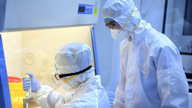 Nhiều quốc gia đang tích cực tìm kiếm, thử nghiệm vaccine và thuốc chống virus Corona mới (Ảnh: Tân Hoa xã)