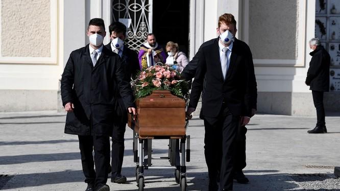 Số người Italy tử vong vì COVID-19 đã vượt mốc 10 ngàn (Ảnh: Reuters).