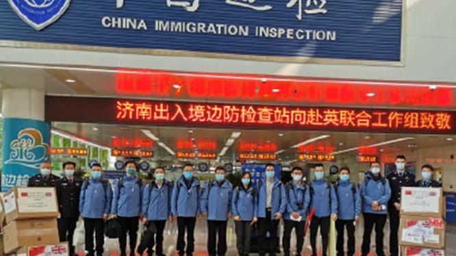 Đoàn công tác tỉnh Sơn Đông lên đường tới Anh với mục đích hỗ trợ người Anh chống dịch (Ảnh:Sina).