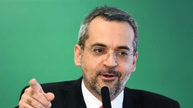 Bộ trưởng Giáo dục Brazil Abraham Weintraub chỉ trích Trung Quốc là nơi bắt nguồn của virus Corona mới gây đại dịch COVID-19 toàn cầu (Ảnh: AFP).