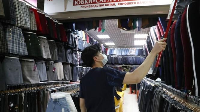Tại Moscow có rất nhiều người Trung Quốc sang kinh doanh bán buôn trong các khu chợ (Ảnh: Getty).