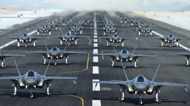 """""""Voi đi bộ"""" (Elephant walk) là chiến thuật tác chiến đặc trưng của Không quân Mỹ thể hiện khả năng sẵn sàng chiến đấu cao (Ảnh: globalresearch)"""