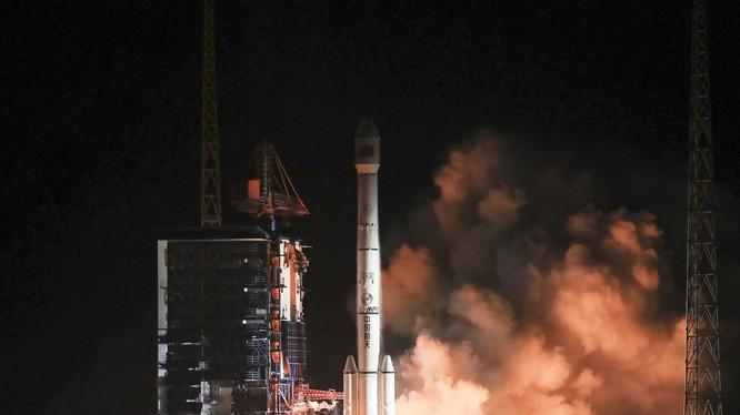 Trong vòng chưa đầy 1 tháng, Trung Quốc phải chịu 3 sự cố về hàng không vũ trụ khiến dư luận đặt câu hỏi về nguyên nhân các vụ việc.Trong ảnh: vụ phóng tên lửa CZ-7A bị thất bại hôm 16/3 (Ảnh: Tân Hoa xã)