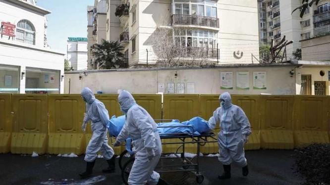 Ngày 17/4, thành phố Vũ Hán công bố số liệu thống kê về dịch bệnh, số người chết được điều chỉnh lại tăng thêm 50% so với trước đây. (Ảnh: AP).