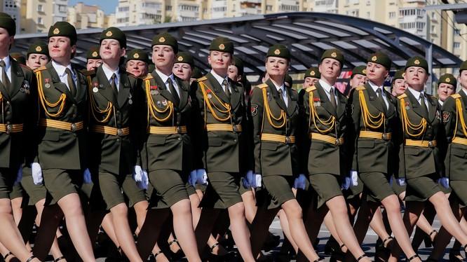 Giữa lúc đại dịch COVID-19, ngày 9/5 Belarus vẫn tổ chức diễu binh, diễu hành lớn mừng 75 năm Chiến thắng Chiến tranh Thế giới thứ Hai (Ảnh: Reuters).