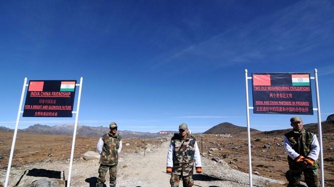 Biên giới Trung Quốc - Ấn Độ gần đây lai xuất hiện những diễn biến căng thẳng, tiềm ẩn nguy cơ xảy ra xung đột (Ảnh: AP).