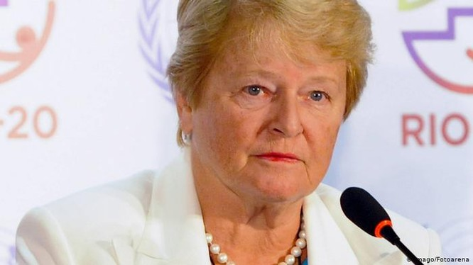 Bà Brundtland, cựu Tổng giám đốc WHO đã phê phán Trung Quốc trì hoãn thông báo dịch và châu Âu phạm sai lầm đánh giá thấp virus (Ảnh: Deutsche Welle).