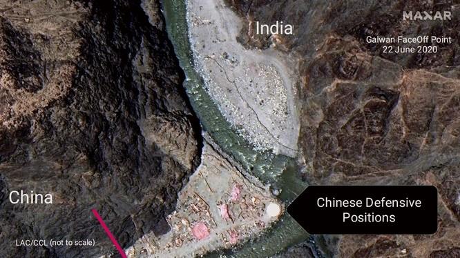 Căn cứ hình ảnh vệ tinh, Ấn Độ cho rằng lính Trung Quốc đã vượt qua tuyến kiểm soát thực tế sang phần đất phía Ấn Độ xây dựng các công sợ, trận địa (Ảnh: Đa Chiều).