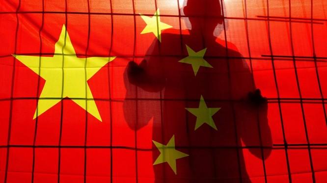Vụ Pháp đưa 2 cựu nhân viên tình báo làm gián điệp cho Trung Quốc ra xét xử đang gây rúng động dư luận (Ảnh: SCMP).